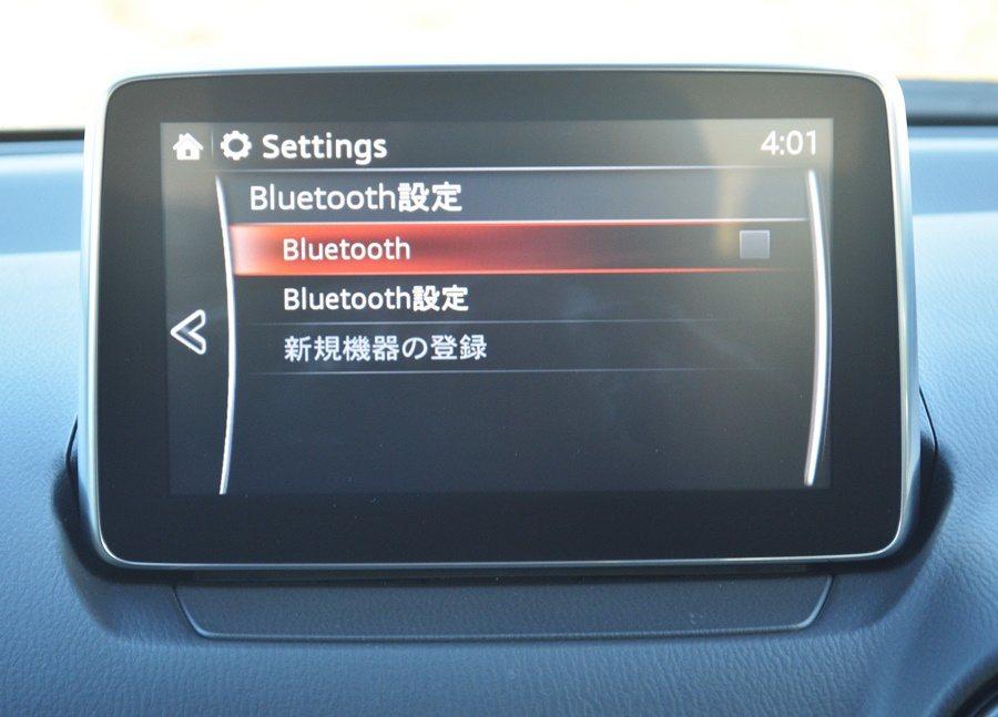 中控台界面鋪陳簡潔而多功能,最上方有7吋MZD Connect多功能觸控顯示螢幕...