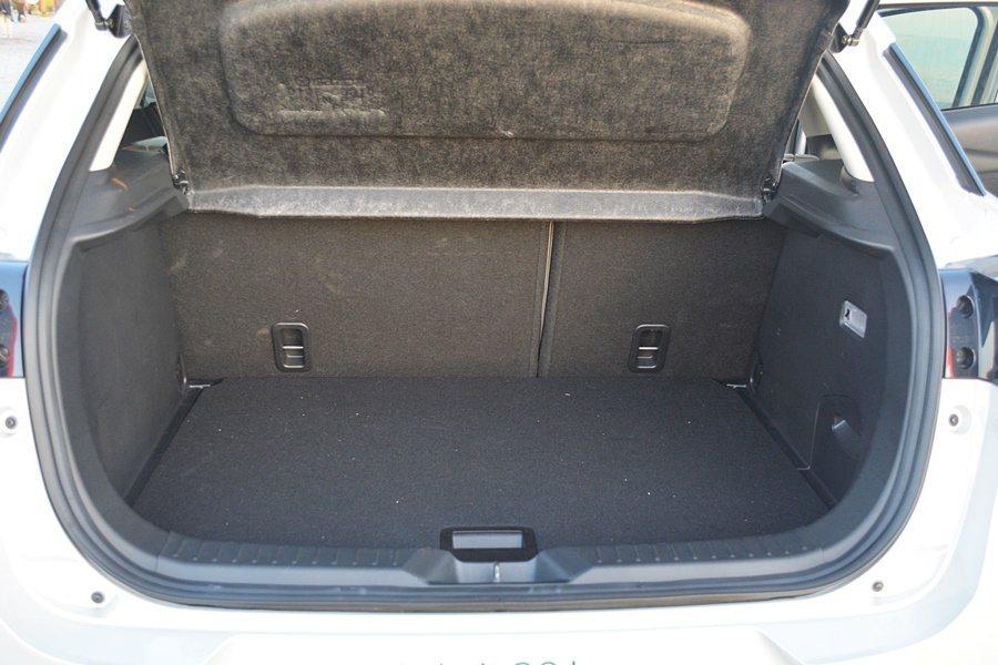 行李廂深度比Mazda2長了大約10公分,帶來更寬敞的置物容積,達到350公升。...