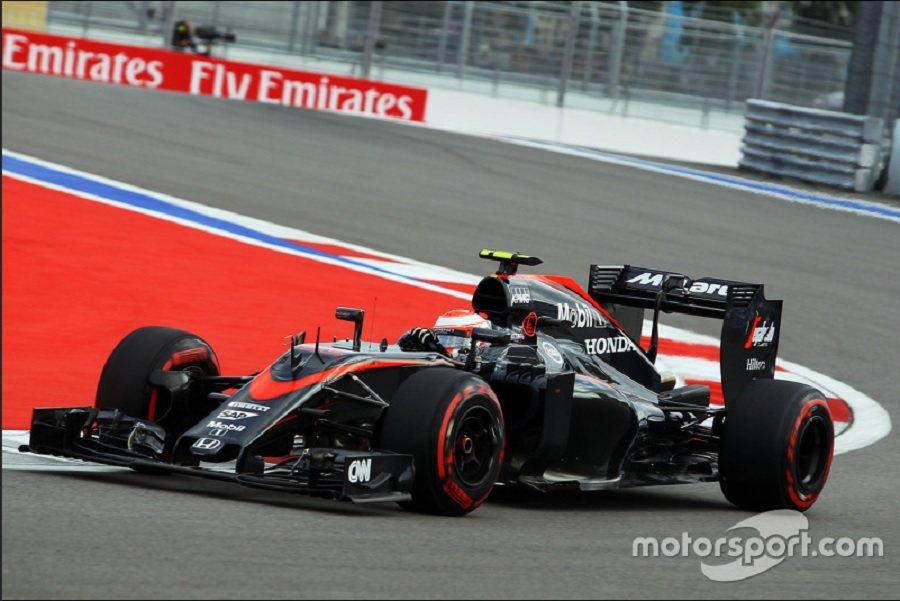 Eric Boullier仍盡力維持整個車隊的向心力,特別是對於Fernando與Jenson兩位車手。 摘自motorsport.com