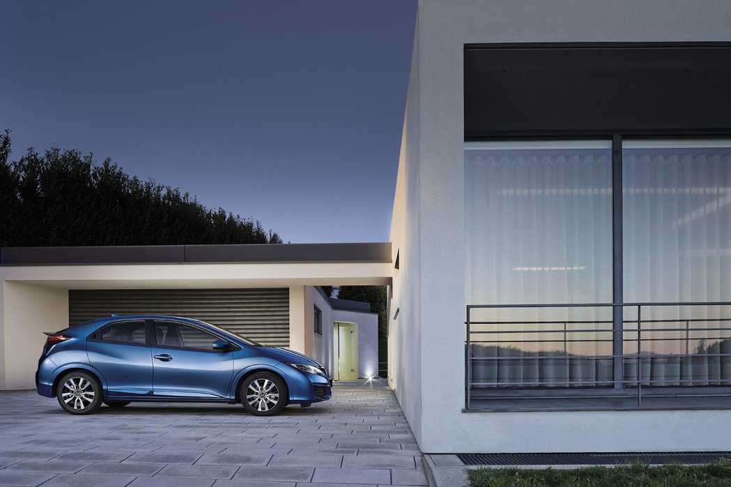 動力採用1.4升i-VTEC汽油引擎,擁有100hp的最大馬力。 摘自Honda.com
