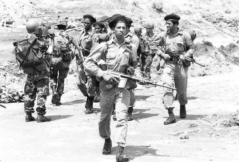 飛利浦先生在格瑞那達戰爭時期,接受美軍的訓練,駐地「維和」。圖為1983年,呼應...
