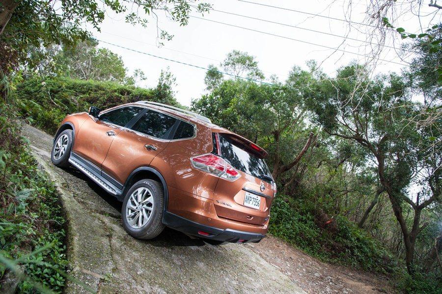 Frank說,X-Trail配了VDC車輛動態穩定控制系統,路再不平,車身是可以常保平衡穩定。