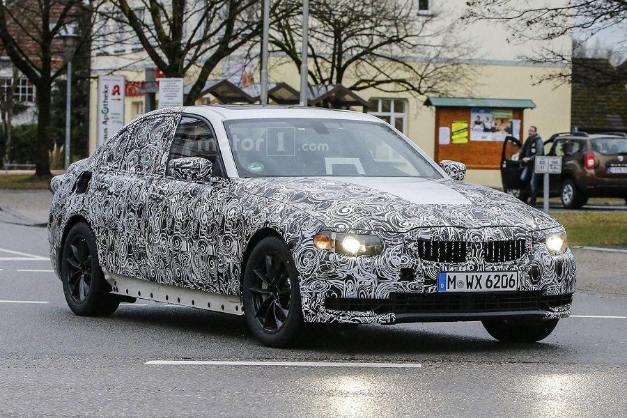 近日在國外已有媒體捕捉到新一代BMW 3系列的實車偽裝照。 摘自motor1.com