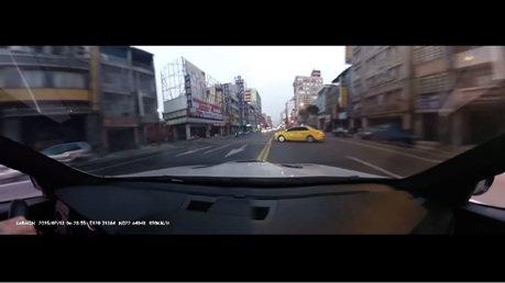 BMW M3車主耍帥把妹 撞上計程車
