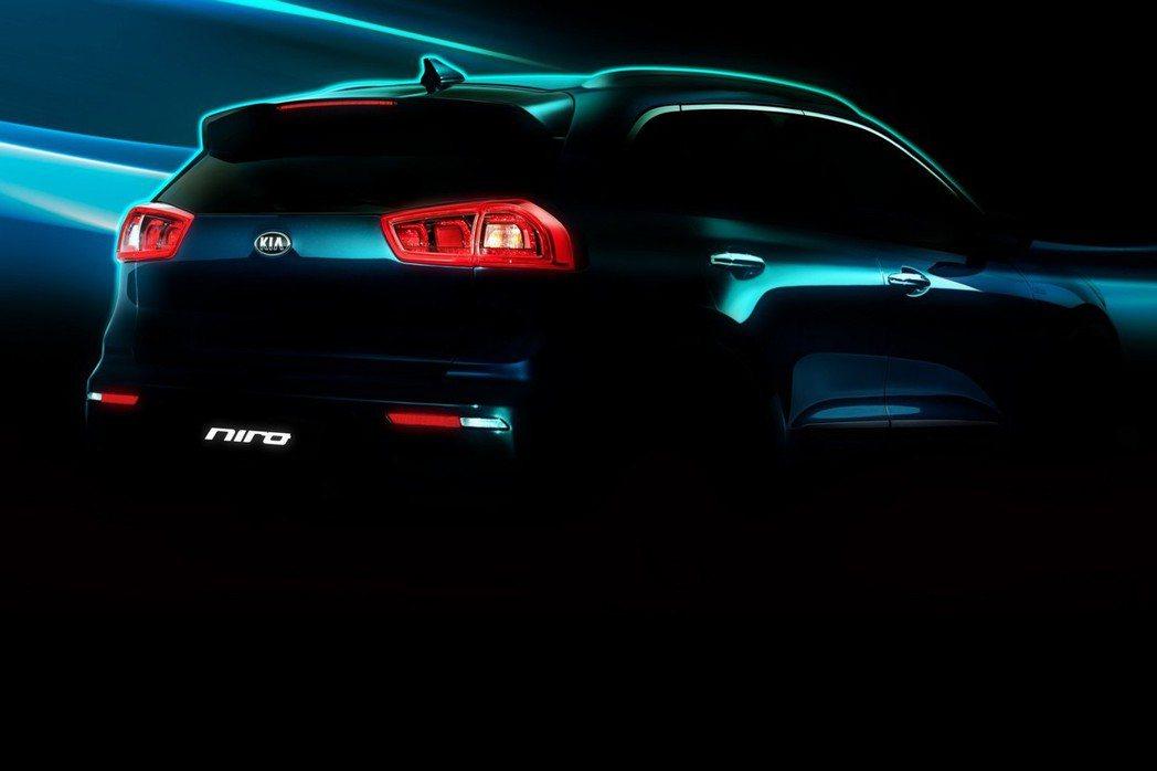 車尾部分則具備尾翼,以及大面積橫置式LED尾燈組。 摘自KIA.com