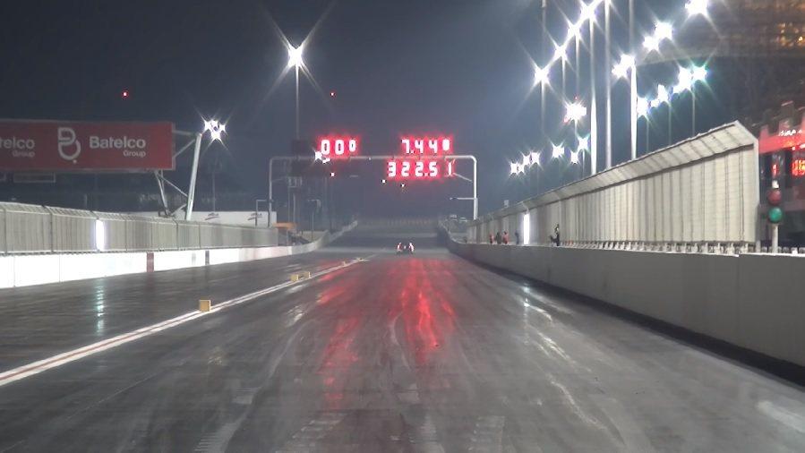 這輛GT-R有著1/4哩7.44秒,通過時速200mph(約322.5km/h)的驚人成績。 摘自EKanno Racing影片