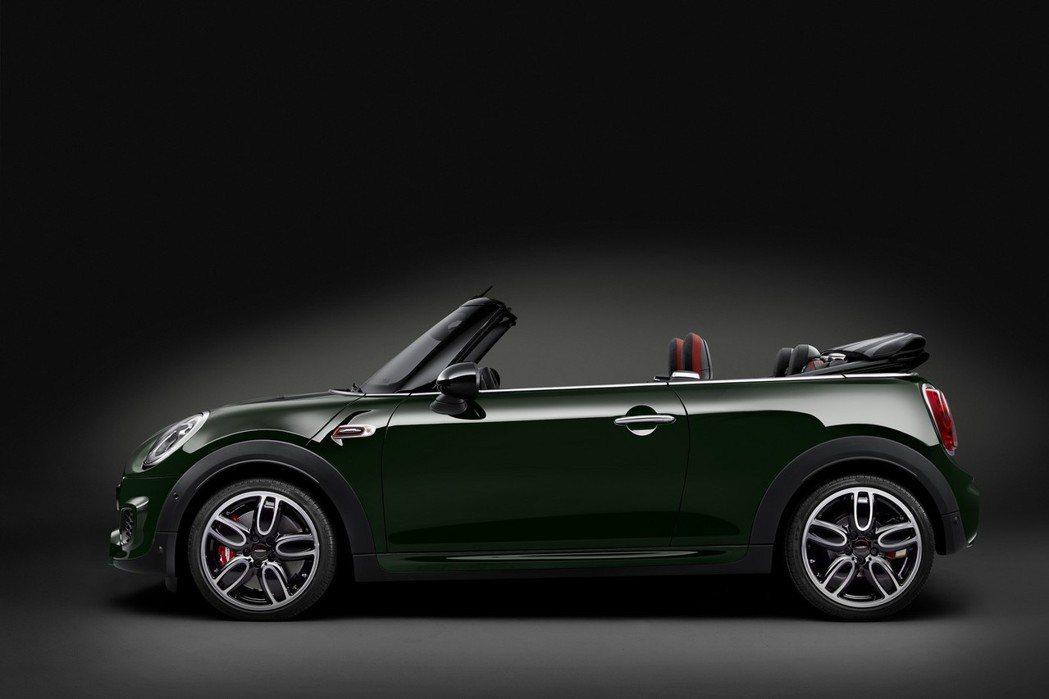 MINI Convertible John Cooper Works還搭載了頂級剎車系統Brembo紅色煞車卡鉗。 圖/MINI提供
