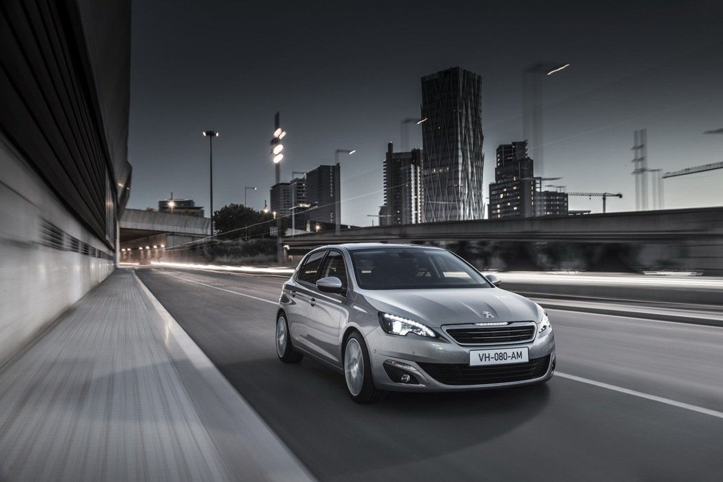 Peugeot 308搭載1.6 BlueHDi柴油動力,搭配EAT6多模式6速手自排變速系統,可輸出最大馬力120匹及最大扭力30.59公斤米。 圖/寶嘉聯合提供