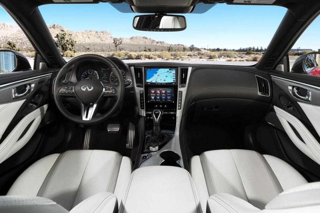 Q60 Coupe的座艙設計大抵與Q50相似,中控台上同樣具備雙組觸控螢幕。 摘自Infiniti.com