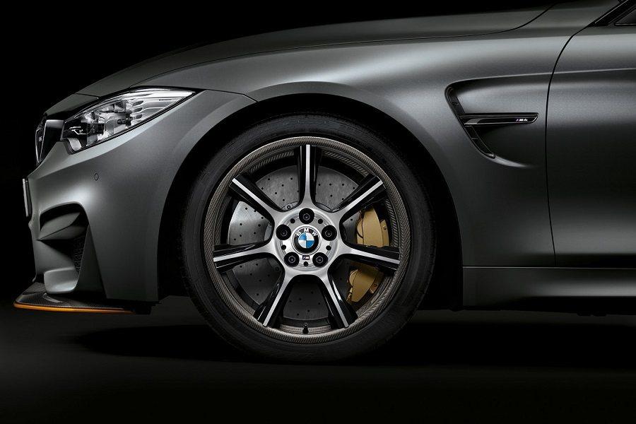 M4 GTS的新輪圈以鋁合金與碳纖維打造,較前款減去7公斤的重量。 摘自carscoops.com