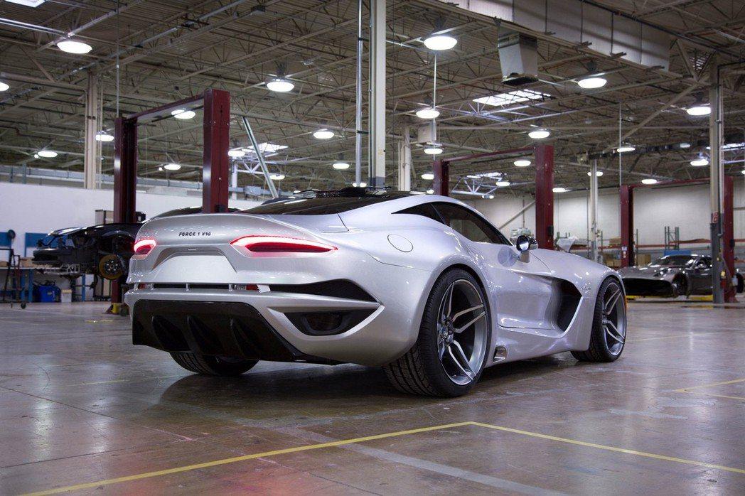 Force 1搭載8.4升自然進氣V10引擎,經工程師重新優化後,最大馬力達到745hp。 摘自VLF Automotive