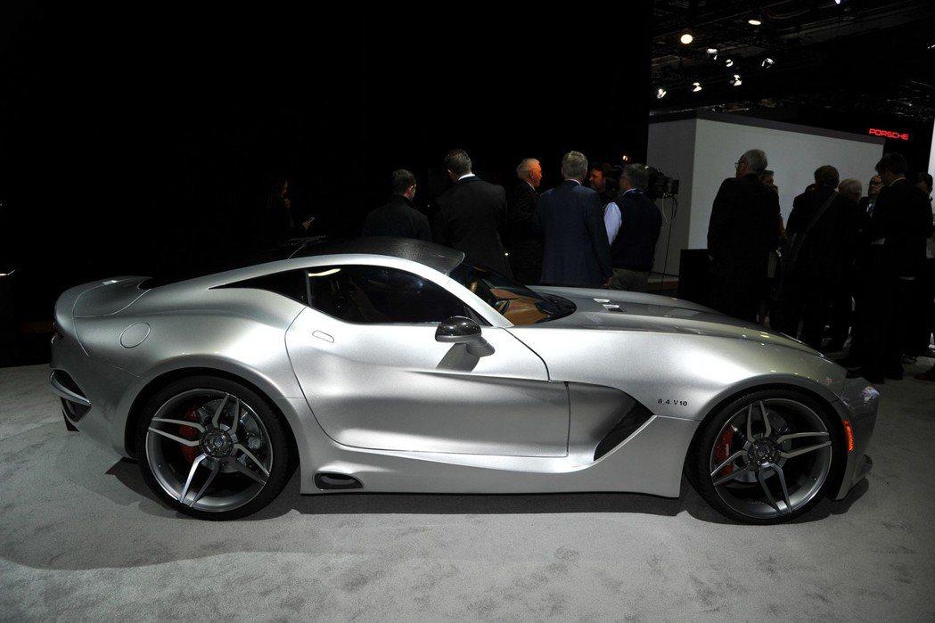 外觀方面Force 1以Dodge Viper為基礎打造,並導入美式經典的線條設計。 摘自VLF Automotive