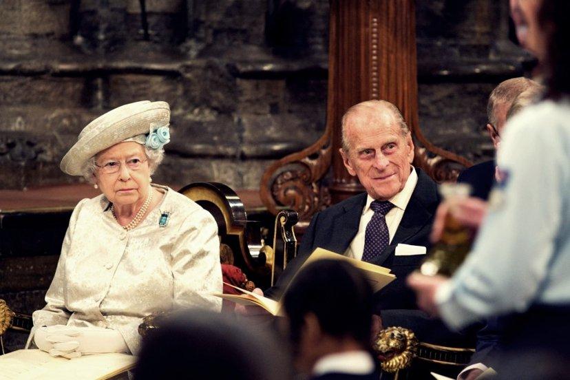 (示意圖片)如以兩位英國退休老人計算,每月UBI則約可領取1,236英鎊,收入也...