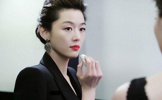 自從韓劇《來自星星的你》女主角全智賢,劇中使用了韓國品牌IOPE的氣墊粉餅開始....