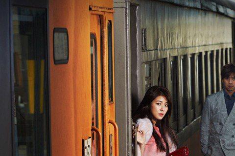 近日,將於2月底上映的電影《致命戀愛》的主演陳柏霖和河智苑為《marie claire》雜誌2月號拍攝寫真並接受了採訪。這組寫真是與義大利時尚品牌Armani合作拍攝的,取景於日本青森的潔白雪原。寫...