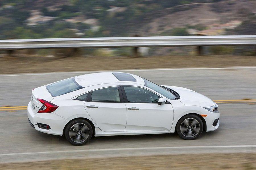 全新 Civic轎車除了擁有類似四門 Coupe的流線外觀之外,它還搭載了讓買家們期待已久的全新1.5升渦輪增壓引擎。 Honda提供