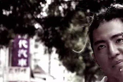 十分敢言的謝和弦早前發文心疼周子瑜,後又發文嗆黃安「希望他過年有種來台灣」,並分享了自創曲「你媽沒有告訴你嗎?」要獻給黃安,歌詞「你媽沒有告訴你嗎 講話要經過大腦」,十分直接。歌一PO出也在激起網友...