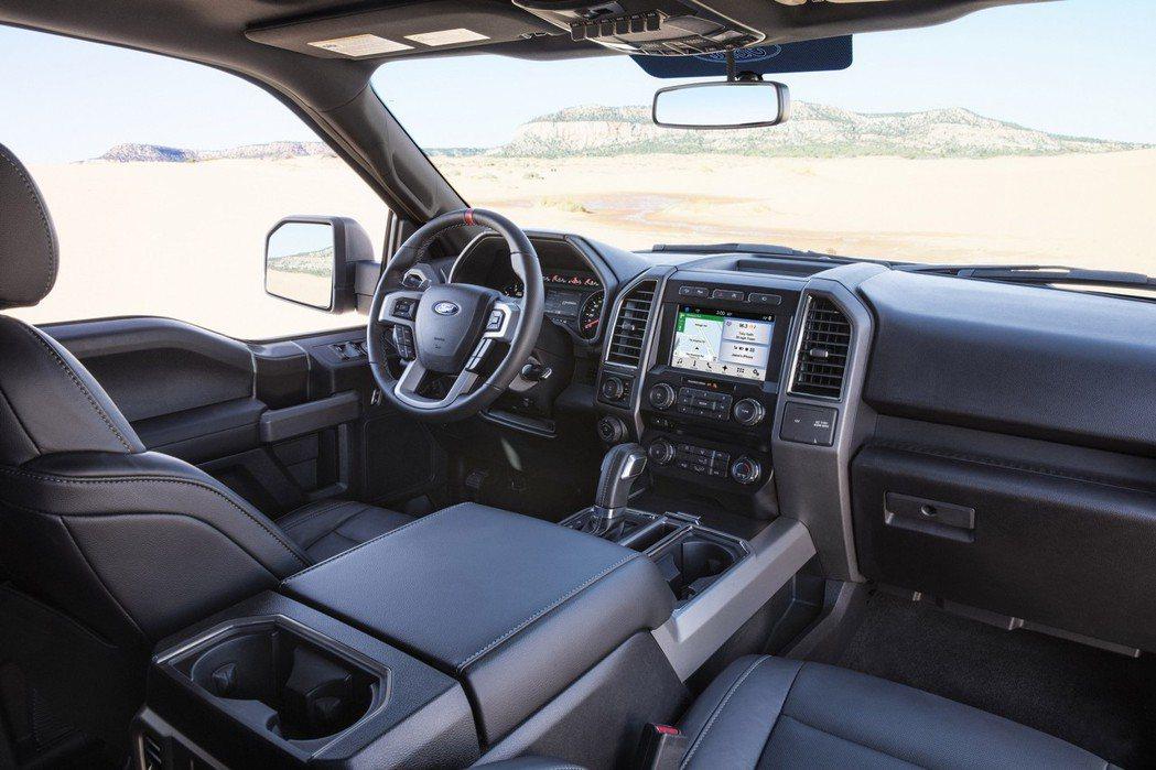 Ford F-150 SuperCrew座艙設計以方正的線條設計營造粗獷感受。 摘自Ford.com