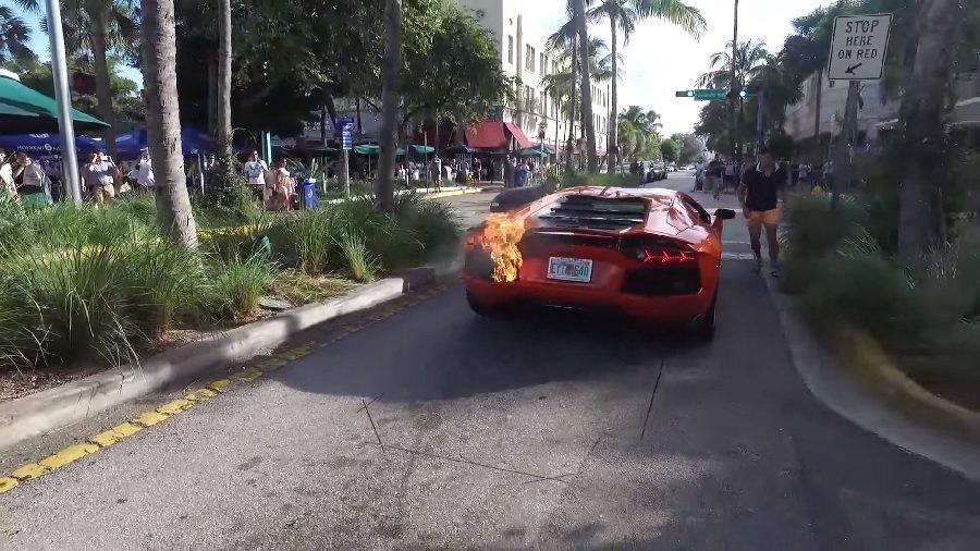 因拉轉過度而起火的Lamborghini Aventador。 截自Dragan Rakonjac影片