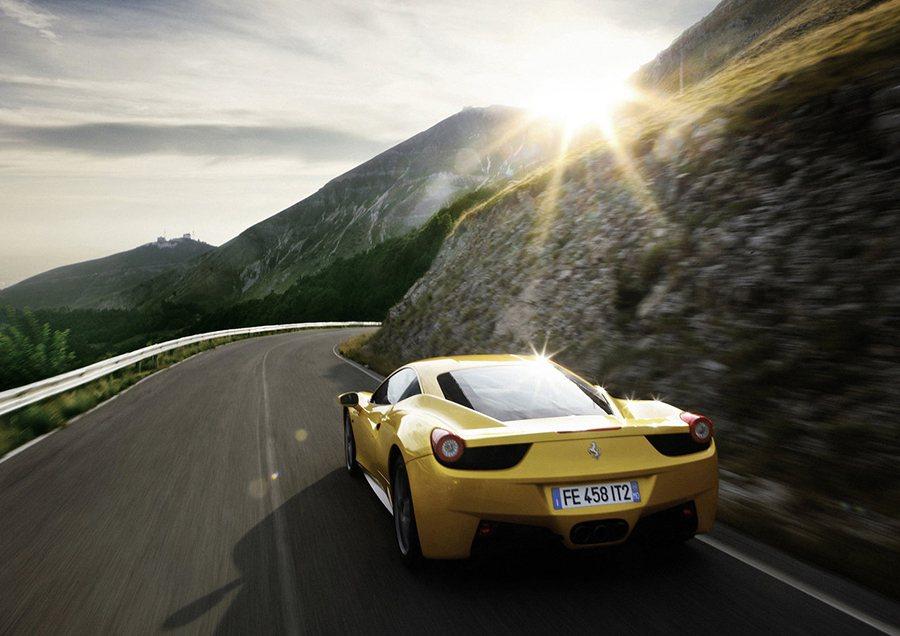 快樂的出門,平安地回家才是駕駛超跑的最高境界。 Ferrari提供