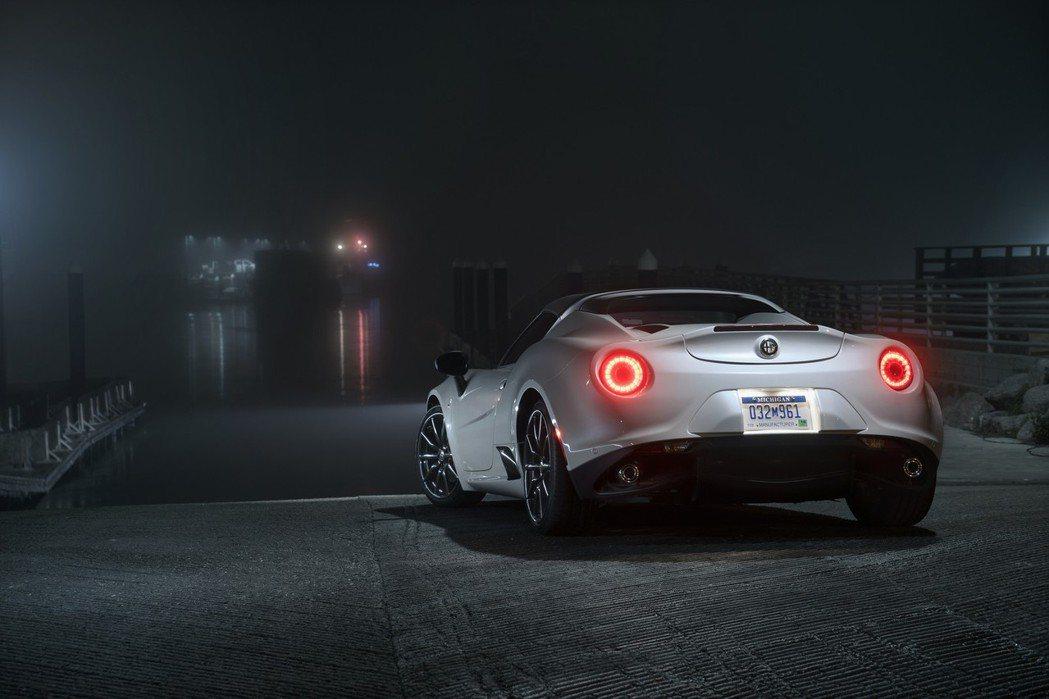4C與4C Spider均搭載了1.75升四缸渦輪增壓引擎,0~100km/h加速僅需4.1秒。 摘自Alfa Romeo.com