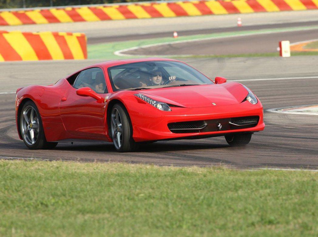 身為超跑品牌的Ferrari,雖然使用ESC動態穩定系統,但原廠仍結合多項安全系...