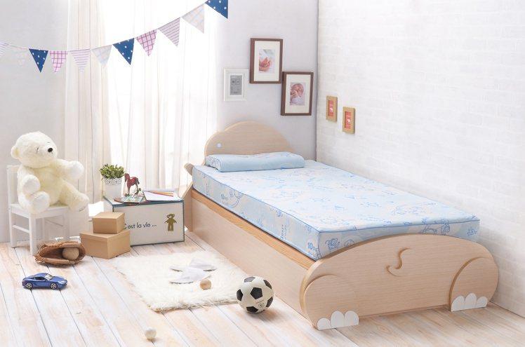 主打「讓孩子睡得更好」,成長型兒童床墊搶市。圖─10Days for kids提...