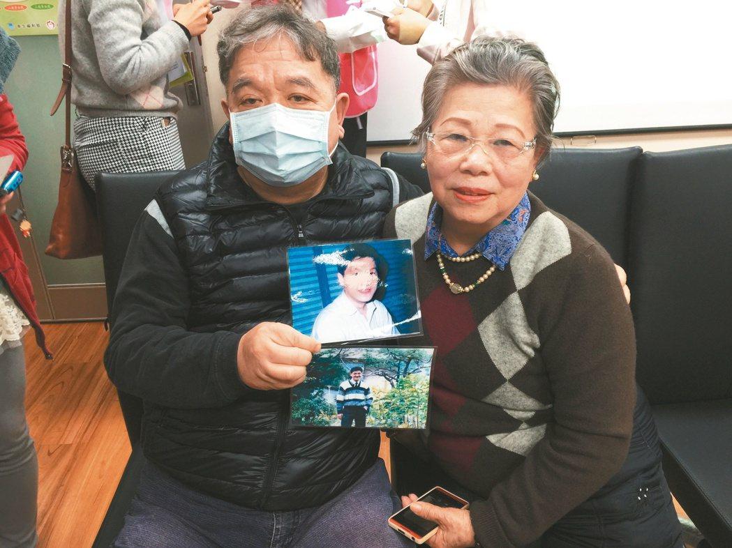 謝威(左)的弟弟謝浠七年前器捐遺愛人間,如今他需要換腎,由於弟弟當年的大愛,讓他...