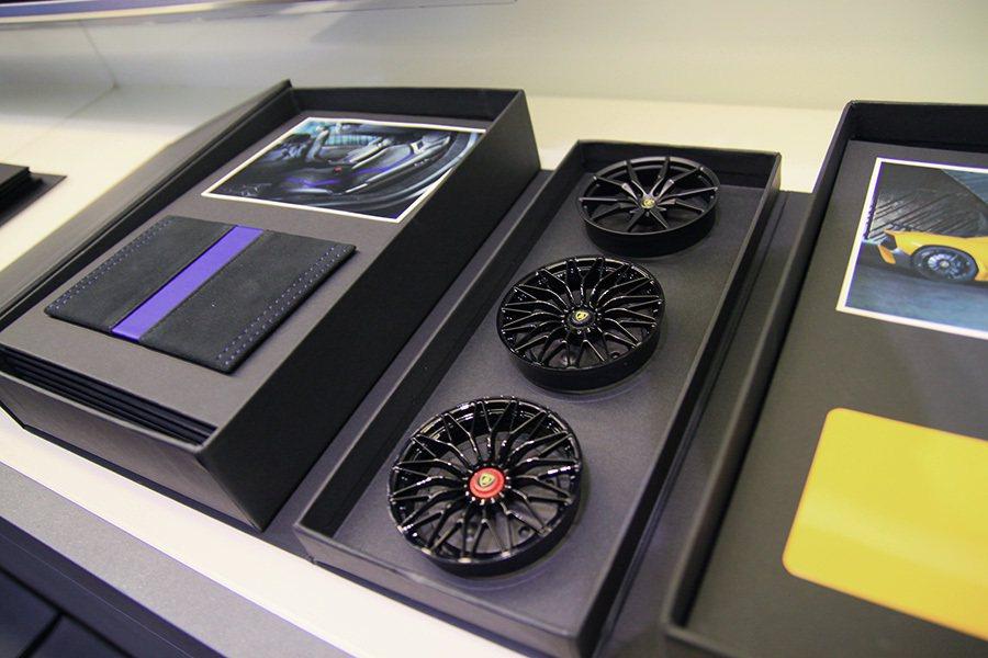 車主可透過Ad Personam客製化服務挑選輪圈設計與內裝用料。 記者敖啟恩/攝影