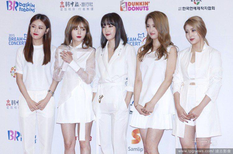 韓國人氣女團4 minutes以活潑性感著稱,團員們換上純白服飾後,瞬間多了股清...