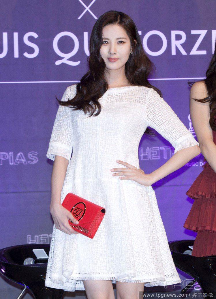 韓國女團《少女時代》成員忙內徐賢,穿上純白洋裝後,氣質無人能敵。圖/達志影像