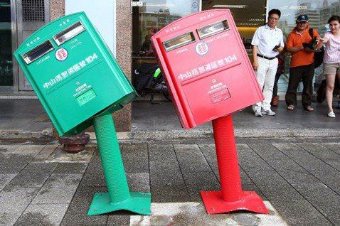 我們需要一個不再歪腰的郵筒