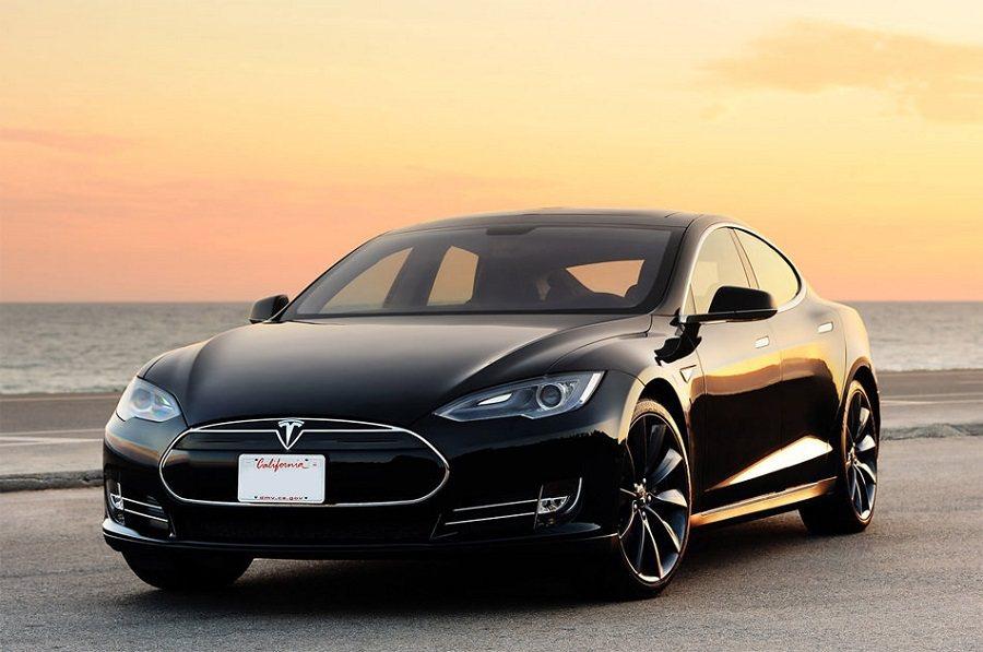 一位顧客因為Tesla的訂單疏失在部落格發文。 摘自1001carreview...