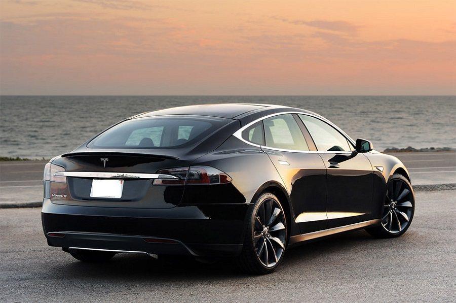 Tesla Model S。 摘自Tesla