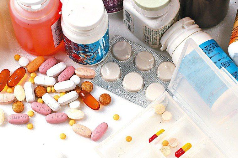 重複拿藥不但浪費健保資源,藥物交互作用還可能引發副作用。 報系資料照