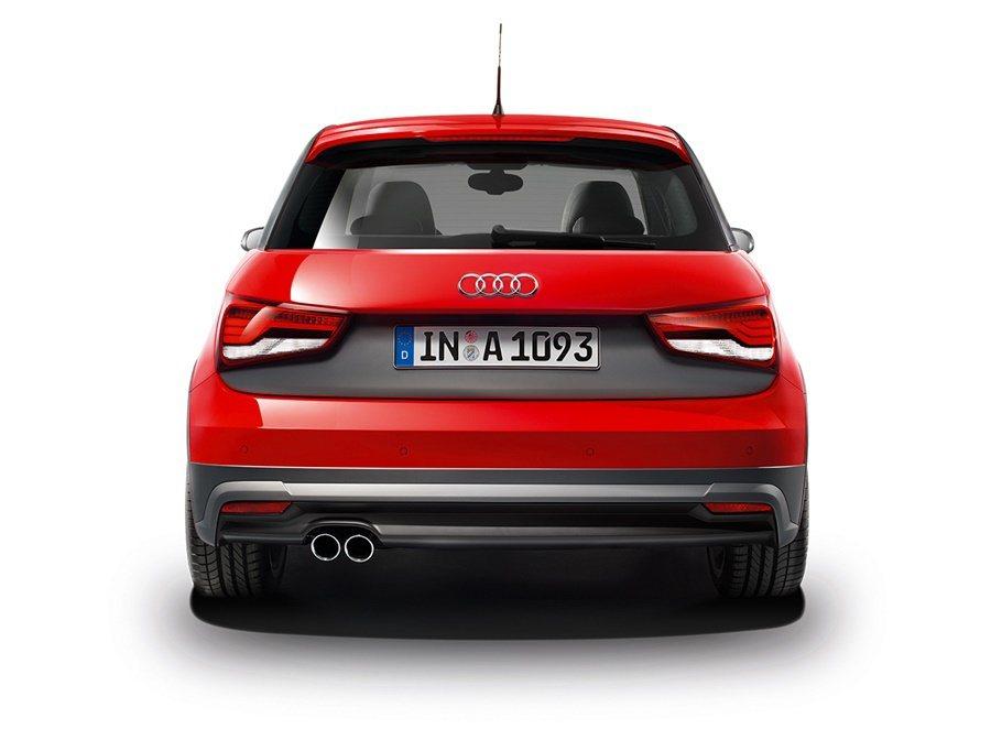 Audi A1 Sportback 25 TFSI追加鉑金灰前後擾流板、前 / 後輪弧塗裝、門檻飾板。