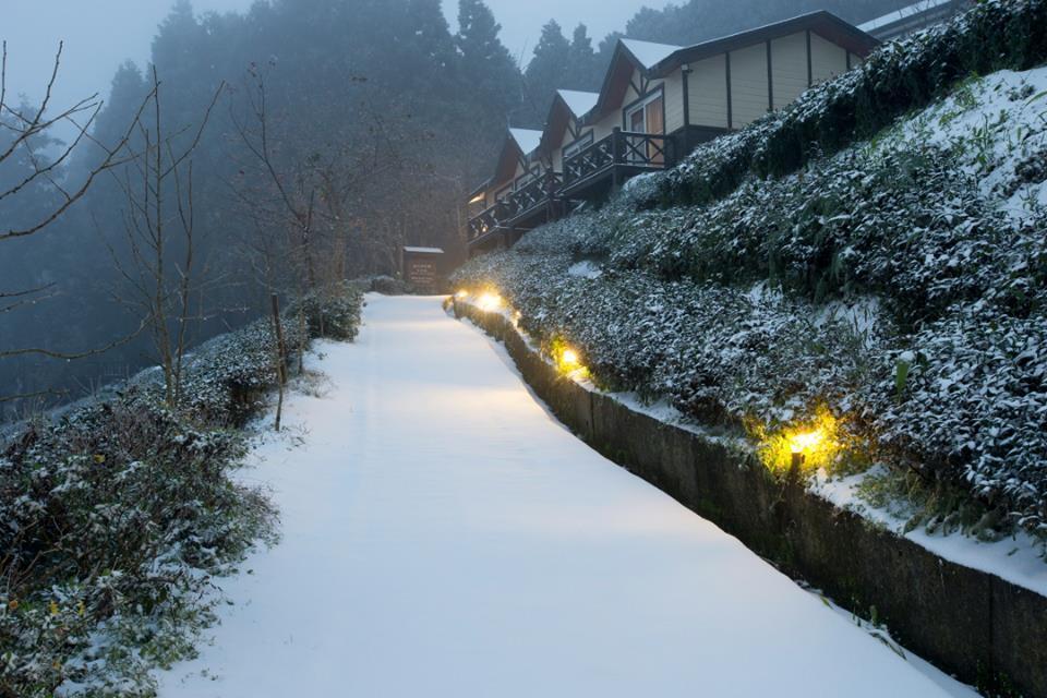 新竹五峰鄉民宿,雪景如詩如畫。 圖/山上人家森林農場授權提供