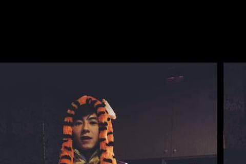 李國毅接連演出《我的自由年代》、《料理高校生》,讓他人氣大漲,23日他與粉絲一同參加生日會,不過在上台前他與粉絲開了個小玩笑,差點讓粉絲的玻璃心碎一地。30歲的李國毅舉辦生日會與粉絲同樂,在開場前他...