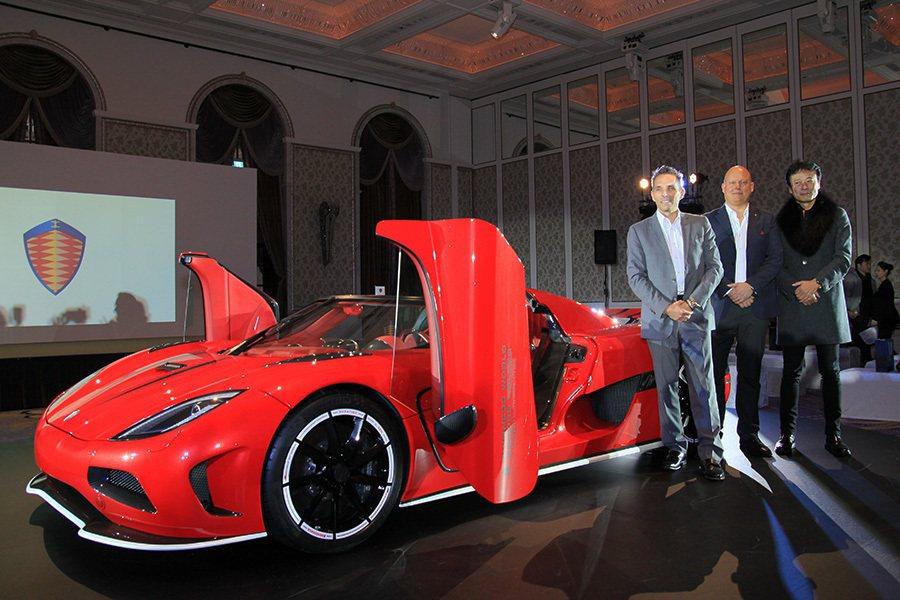 左至右 - Koenigsegg Automotive 地區銷售總監 Andreas Petré、Koenigsegg Automotive 創辦人兼CEO Christian von Koenigsegg、嘉鎷興業股份有限公司總經理趙一葵。 記者敖啟恩/攝影