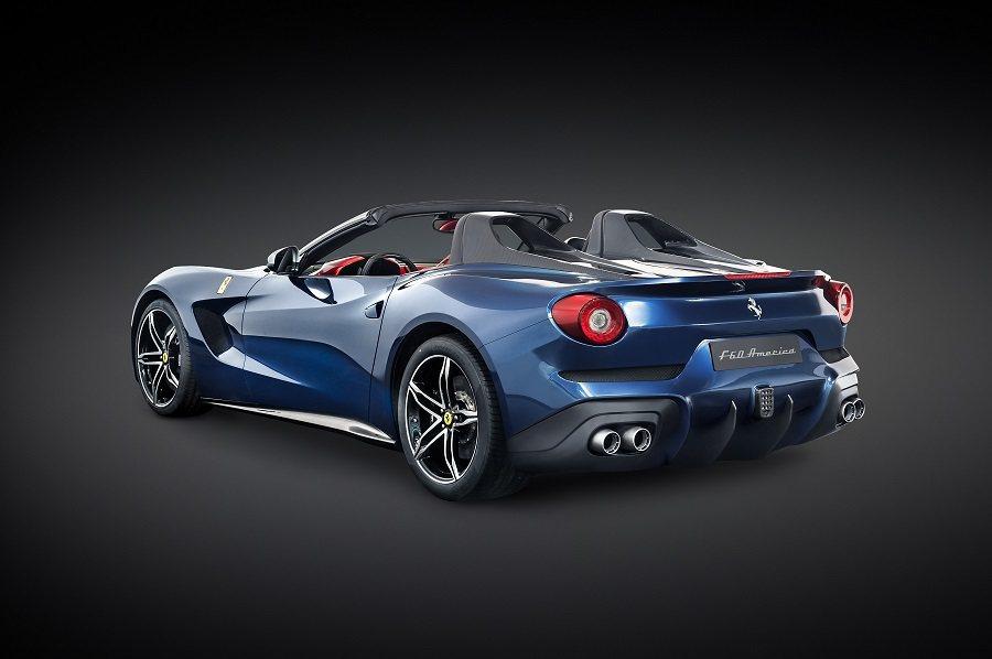 該廠製作了10輛具有特別意義的F12 Berlinetta並更名為F60,慶祝Ferrari在北美銷售60周年。 摘自Jalopnik.com