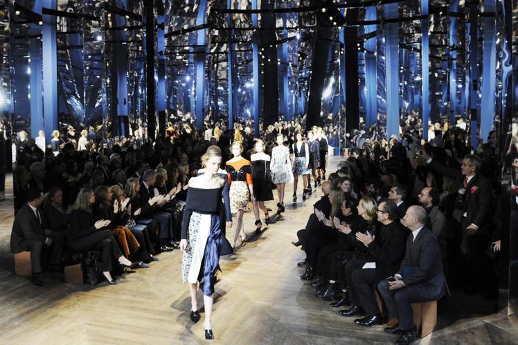 在虛實共陳的鏡宮內,Dior高訂展現了所有經典元素的總和。圖/Dior提供