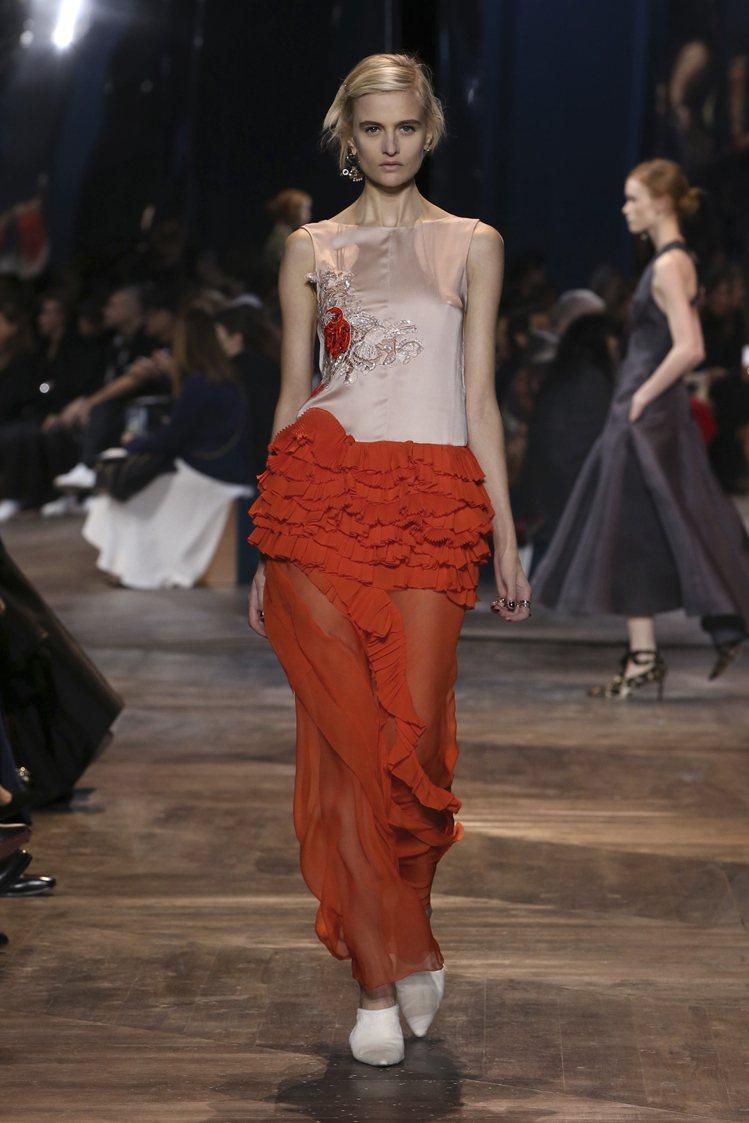 搖曳生姿的視覺線條,是本季Dior高訂的特色。圖/Dior提供