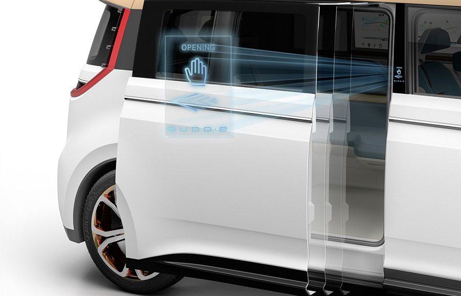 透過手勢來開、關無門把的滑移式車門。 Volkswagen提供