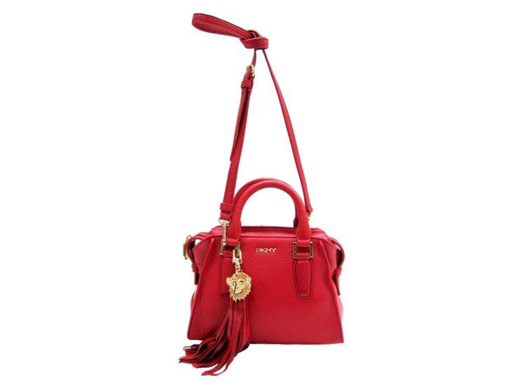 DKNY猴年紅色手提斜背包,售價11,990元。圖/DKNY提供