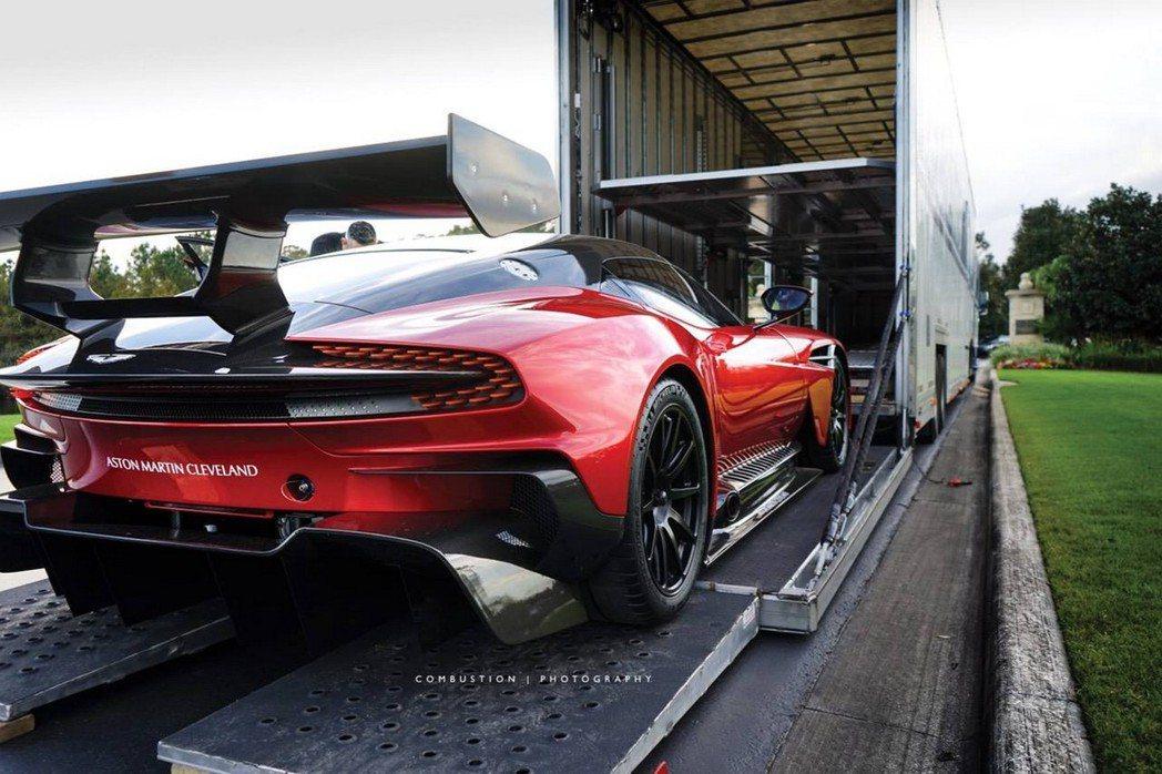 Aston Martin Vulcan是一部賽道專屬機器,具備優異的性能表現。 摘自dupontregistry.com