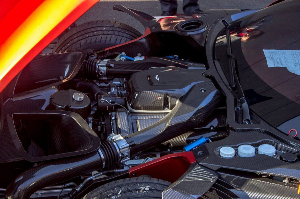 Vulcan搭載7.0升V12自然進氣引擎,可爆發800hp的最大馬力。 摘自dupontregistry.com
