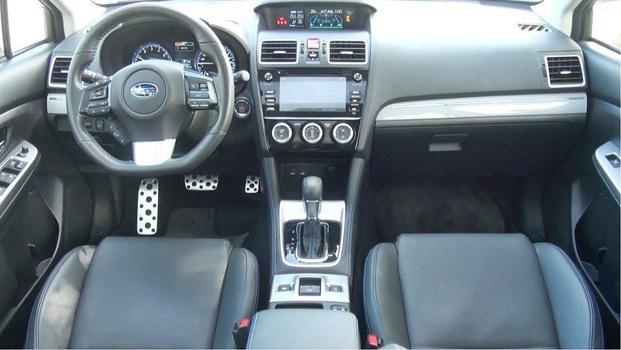 內裝設計和WRX相似,簡約而精緻,配備也很齊全,。