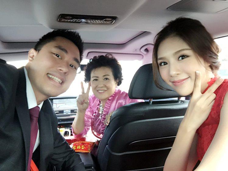 老公夏紹安(左起)會特地陪岳母回娘家,讓詹乃蓁很感動。圖/伊林提供