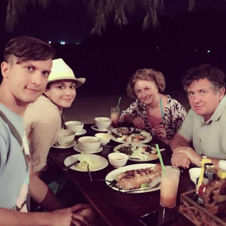 瑞莎(左二)與家人都很喜歡台灣。圖/瑞莎提供