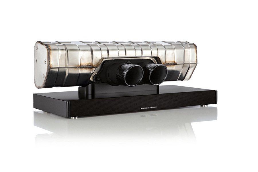 911 GT3排氣管 Soundbar單件式環繞音響。 Porsche提供